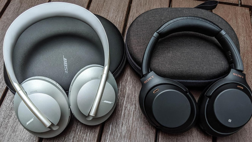 Huse si casti Sony WH-1000XM4 si Bose 700.